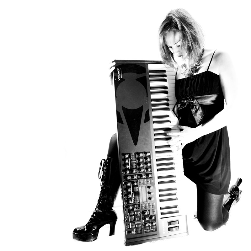 Ant'isa - Vocals, Synths, Bass